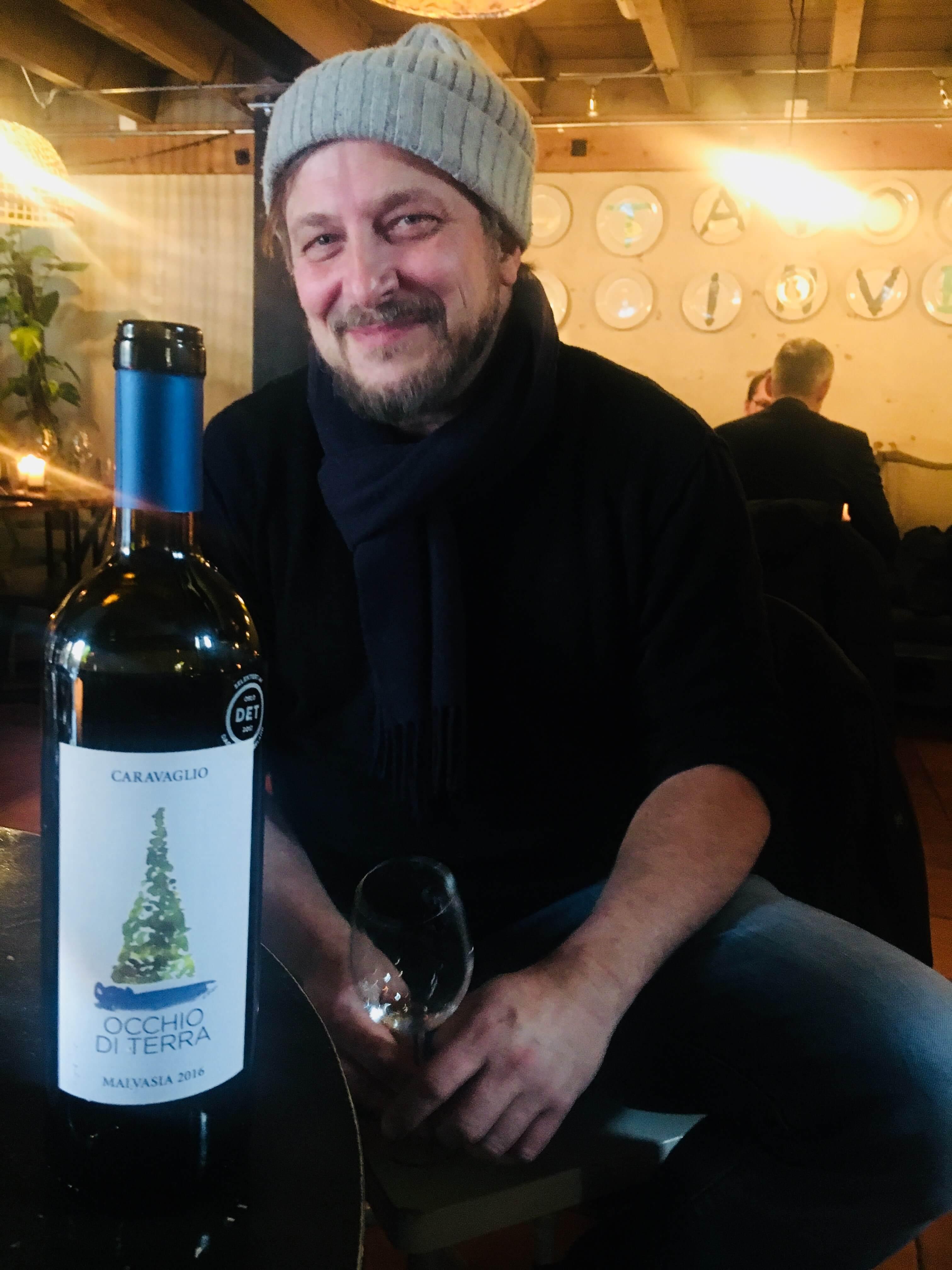 Naturvin - begrepet brukes ofte og vinen øker i popularitet og i salget på Vinmonopolet. Men den har ingen offisiell definisjon. Regelen er at vinene er økologiske eller biodynamiske og laget utentilsetningsstoffer. Har du smakt det? Hvis ikke, her er noen forslag!