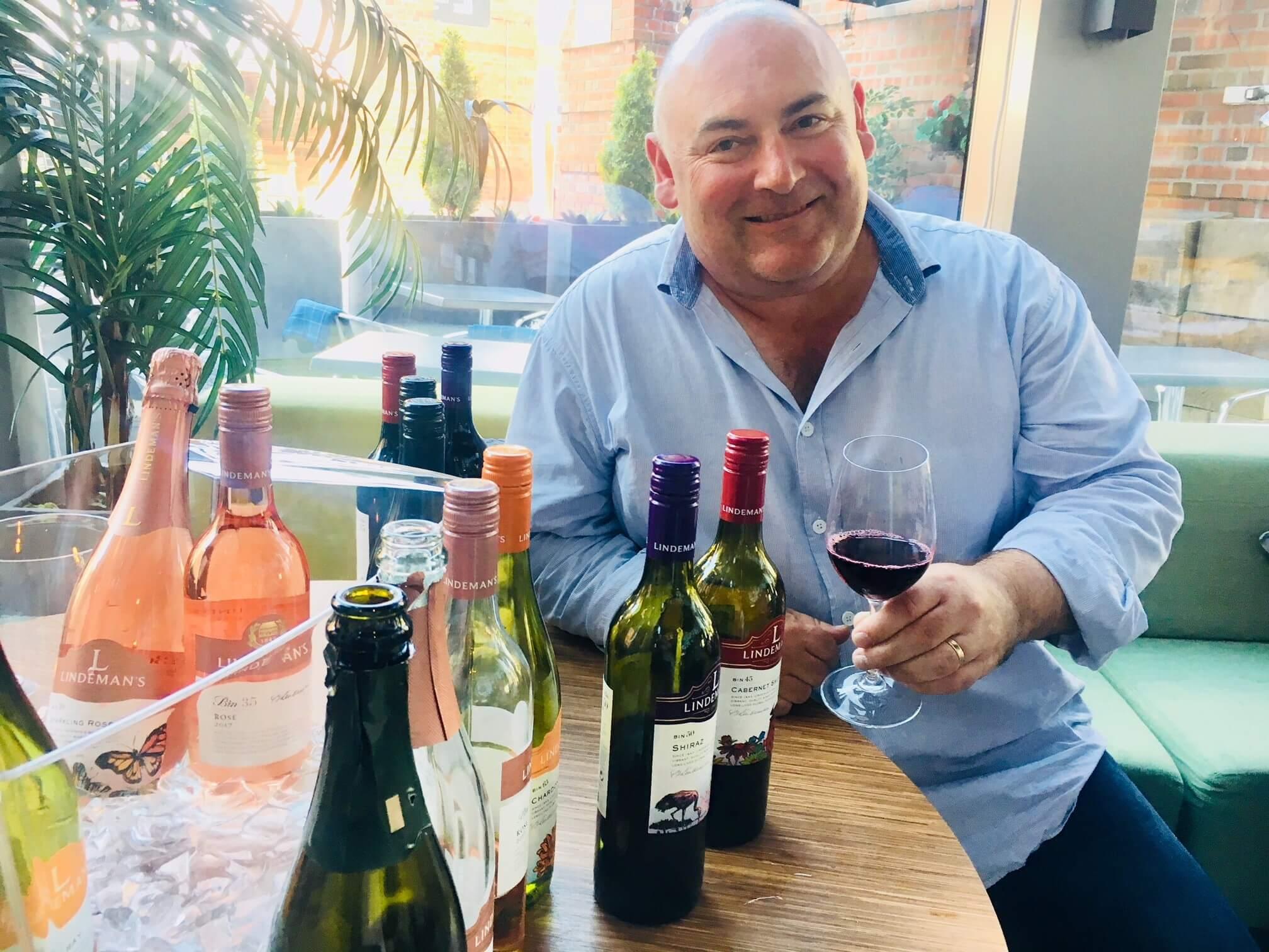 Klimaendringer truer vin og vinproduksjonen, forteller vinmakere både i Australia og New Zealand. Økte temperaturer og mer ekstremvær er en utfordring både for små og store vinprodusenter. Her er noen vintips fra Lindeman's og Dog Point, og mer om hvordan verdens vinproduksjon endres på grunn av været.