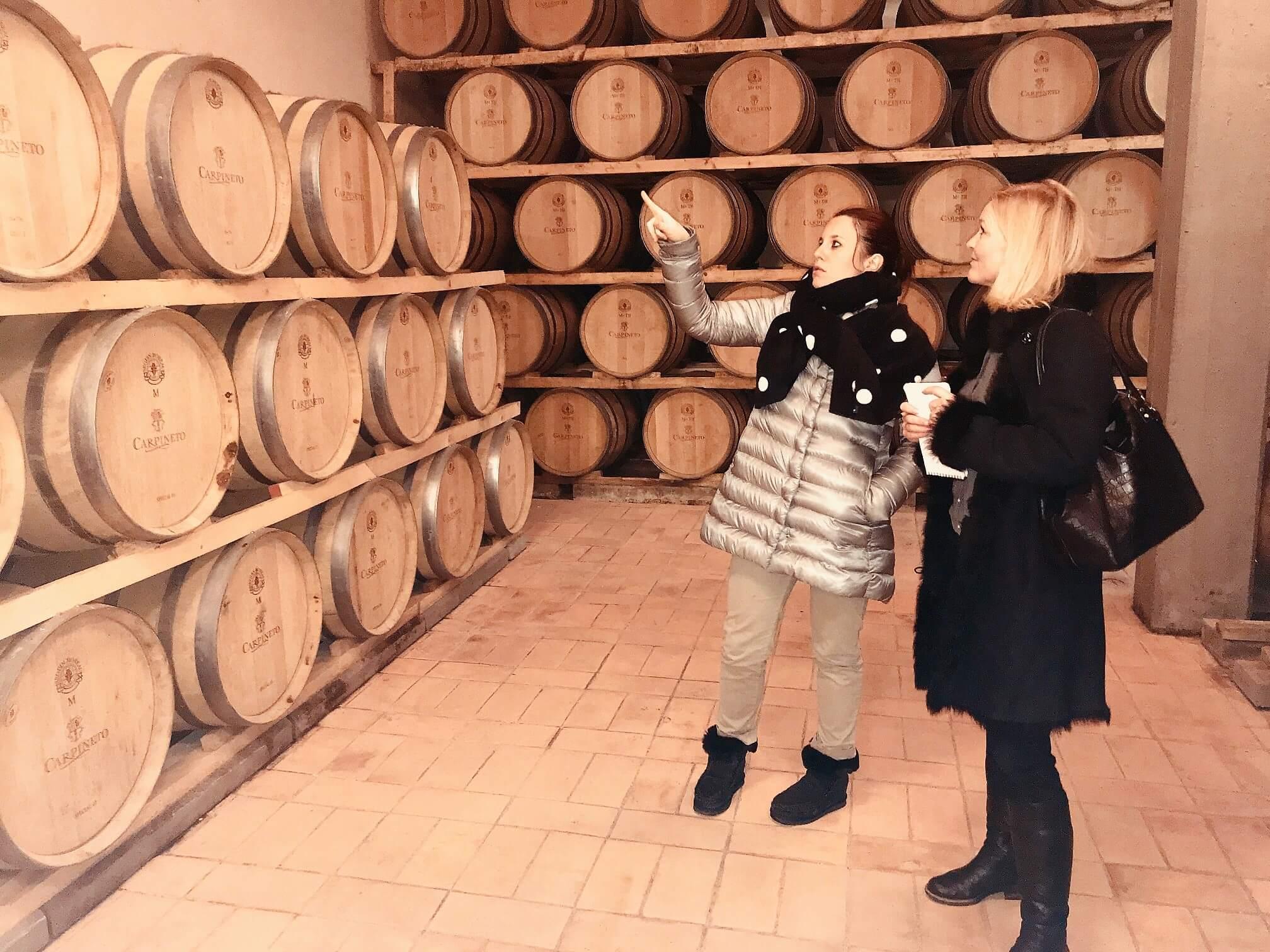 Verdens beste viner 2018 er kåret av vinmagasinet Wine Spectator. På topp 20-lista er 8 viner italienske. En av dem er Carpineto Vino Nobile di Montepulciano Riserva 2013. Den unge, kvinnelige vinmakeren som står bak vinen har all grunn til å smile.