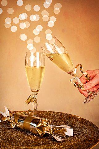 Hva passer ikke bedre enn boblevin til høytiden i desember? På nyttårsaften er det en selvfølge for mange, men musserende vin er også et fabelaktig tilbehør både til tradisjonell julemat og julefeiringen. Her er forslag til seks sprudleviner.