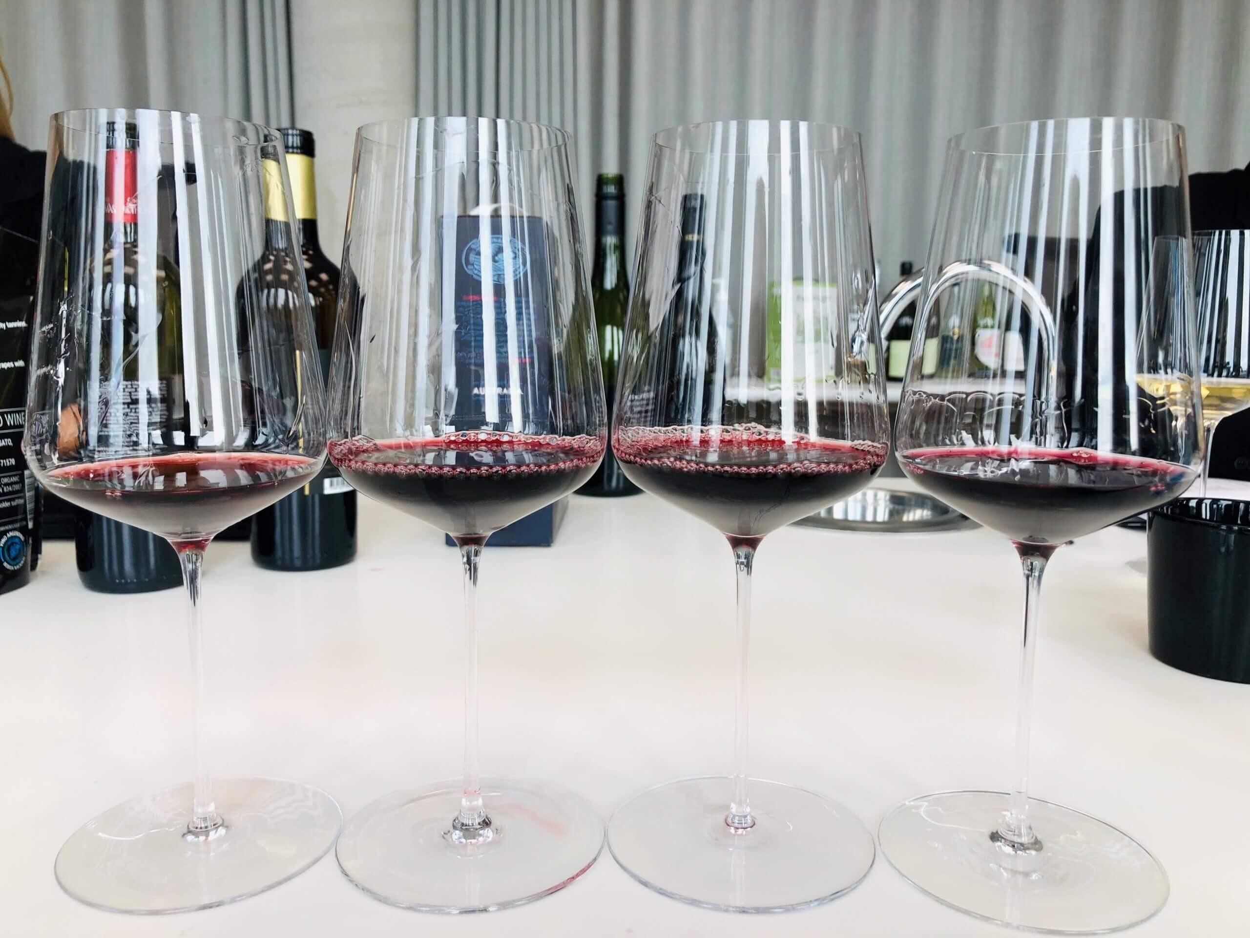 Det er flere nye druer som lanseres på septemberslippet hos Vinmonopolet. Ungarn og Danmark er blant landene som får fokus. Men det er da også mye annet. Her omtales 12 viner.