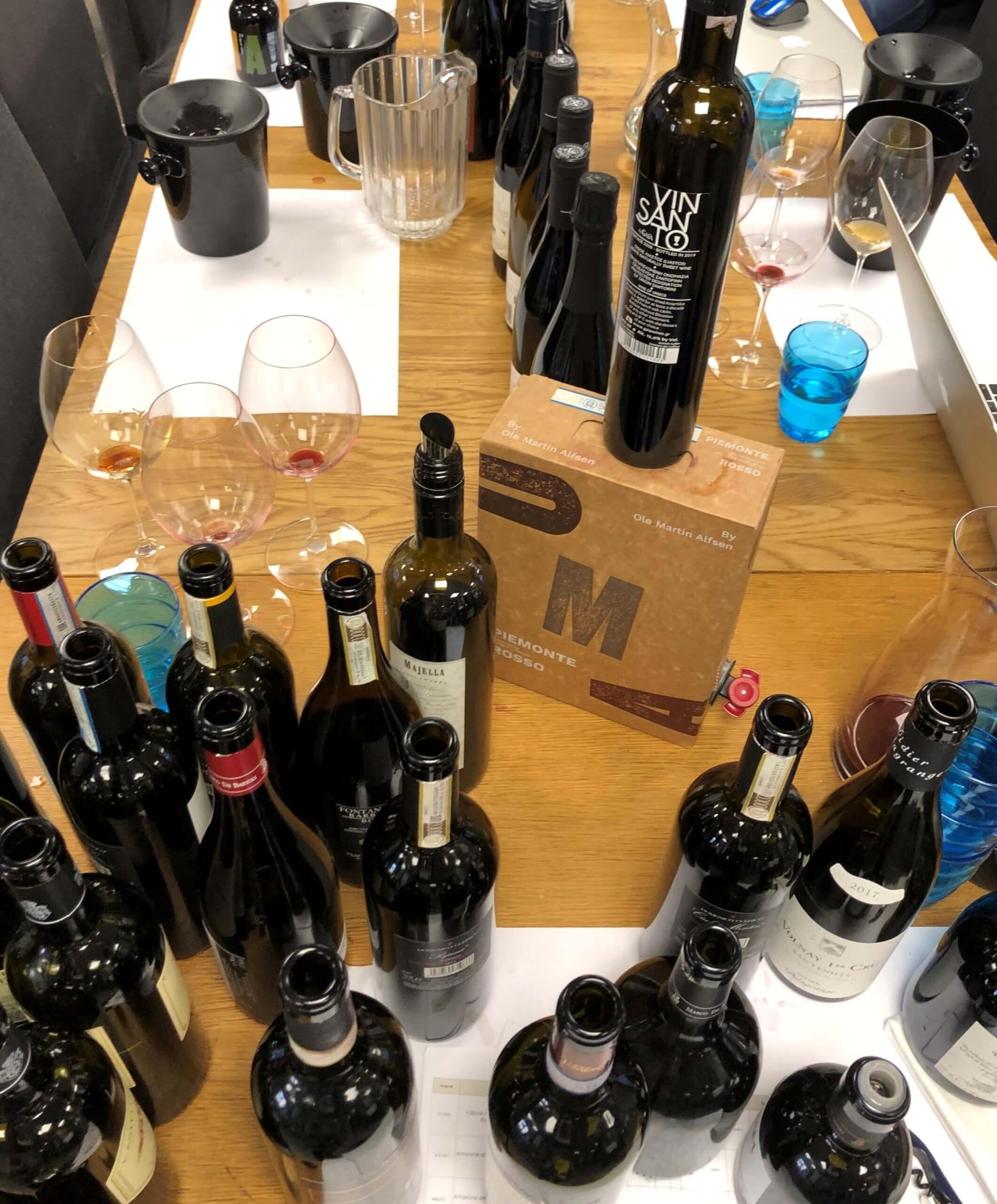 Mesteparten av vinen som selges på vinmonopolet er vin til under 120 kroner flaska. Her er noen forslag og en oppskrift i samme kategori.
