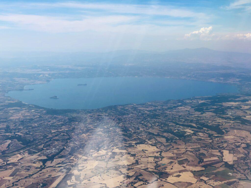 Drømme du om tur til Italia i 2021? Rimelige flybilletter er lagt ut, men tør vi bestille? Her er forslag til fem italienske rødviner.