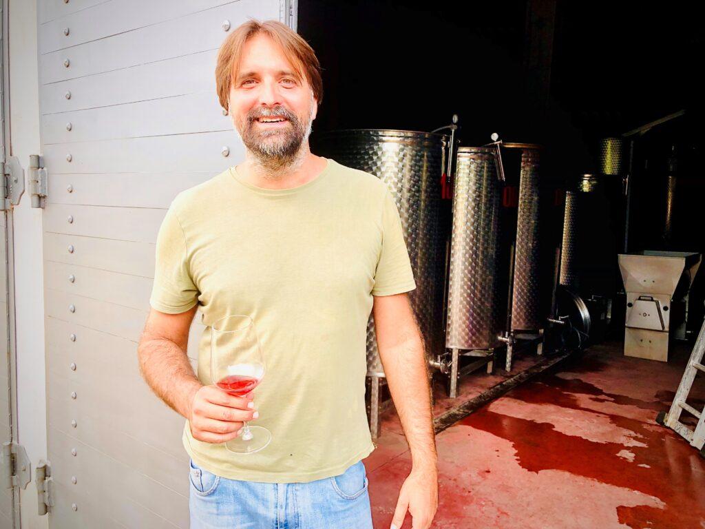 Kan man kjenne smaken av vulkan i en vin? Ja, mener Andrea Occhipinti som lager vulkanske viner ved Bolsenasjøen i Lazio i Italia.